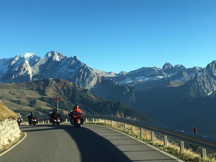 viagem de moto nos Alpes